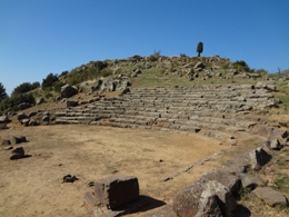 Το αρχαίο θέατρο της Μακύνειας