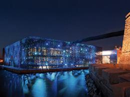 Σχεδιάζοντας με το φως τη νυχτερινή εικόνα των κτιρίων