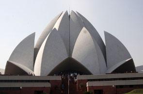 Ένας λωτός μνημειακής αρχιτεκτονικής και πνευματικότητας, στην άκρη του Δελχί