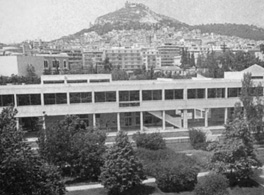 Διαδρομές της αρχιτεκτονικής από την εποχή του Μοντερνισμού έως σήμερα στην Αττική.