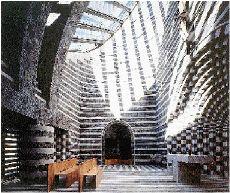 Η σύγχρονη γεωμετρία του καθολικού ναού