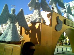 Το Φεστιβάλ φεύγει – η «Γέφυρα των Αγγέλων» έρχεται. Σκέψεις για τη δημόσια αισθητική της πόλης.