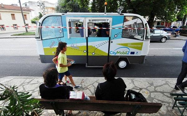 Στους δρόμους των Τρικάλων, το πρώτο λεωφορείο χωρίς οδηγό