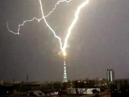 Εντυπωσιακό χτύπημα κεραυνού έπληξε το δεύτερο ψηλότερο κτίριο της Ρωσίας